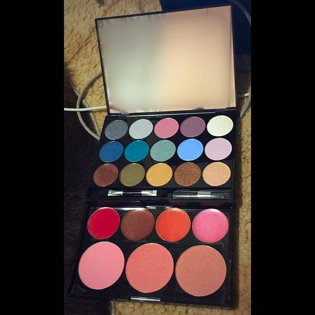 Rimmel Make-up Kit - x15 Eyeshadow, x3 Powder Blushes & x4 Lip Glosses