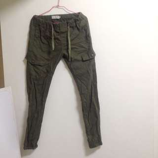 軍綠色縮口褲 運動褲 長褲