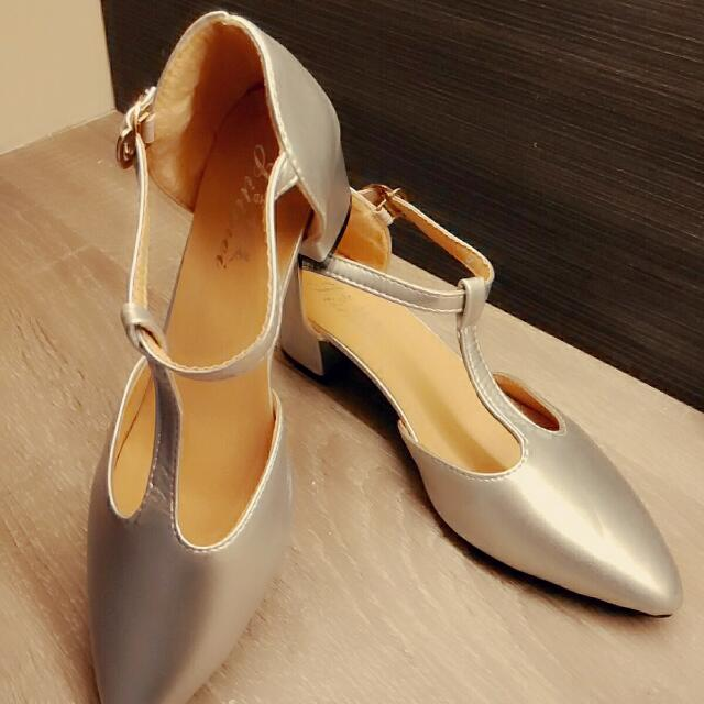 銀色尖頭鞋(粗根)