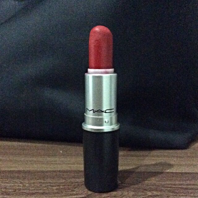 Preloved Mac Lipstick (Ruby Woo)