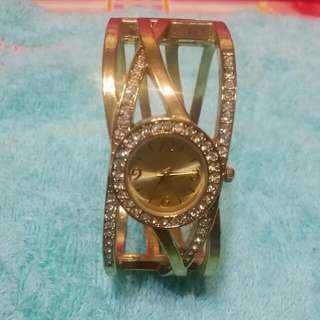 AVON STAINLESS STEEL BACKCASE WATCH