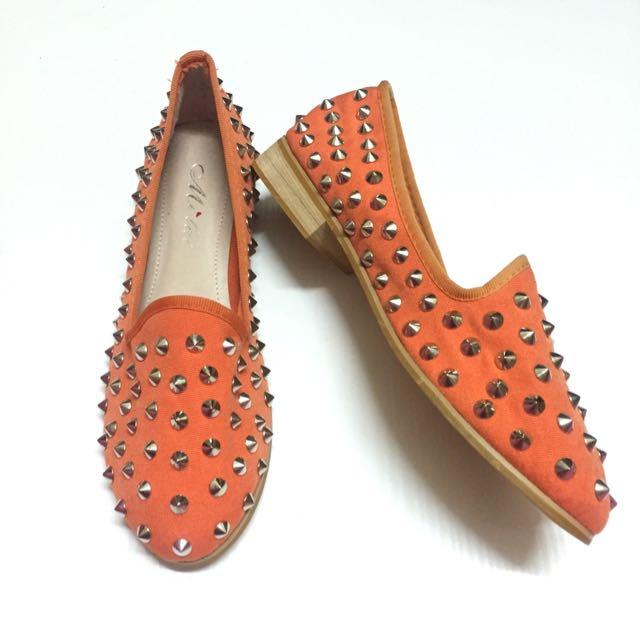 ✨全新🎀 鉚釘帥氣 休閒包鞋