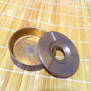 《輕。古董》民國50年代•黃銅製砲彈煙缸。古道具。