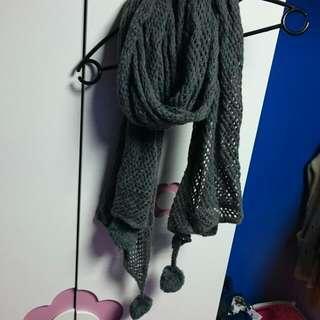 灰色毛球圍巾