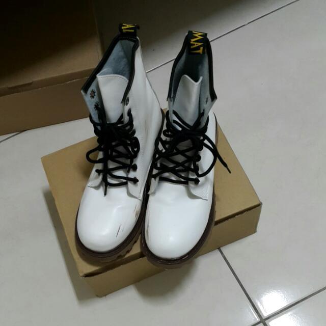 白色8孔馬汀靴