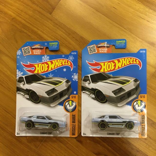 Hot Wheels 2016 Target Exclusive Snowflake Card Camaro Z28