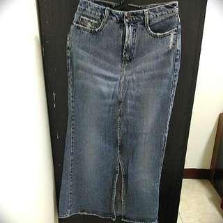 全新長牛仔裙M size 因胖了穿不下售出