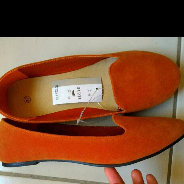 (全新)橘色絨毛休閒鞋