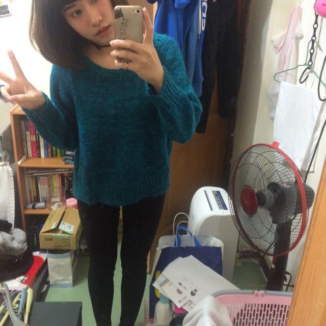 前短後長綠針織毛衣