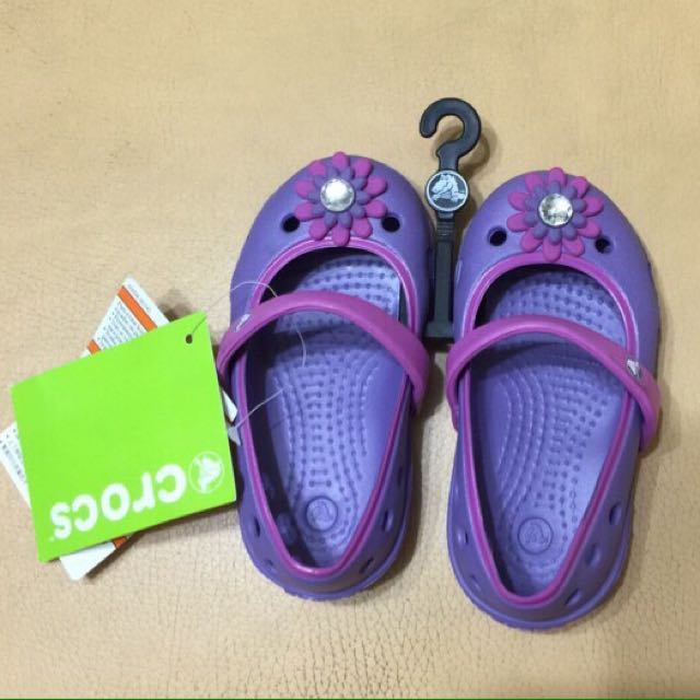 《全新》Crocs Girls' Keeley Petal Charm Flat