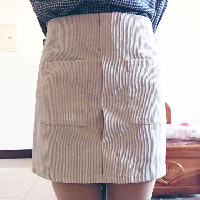 Per. 燈芯絨雙口袋A字短裙