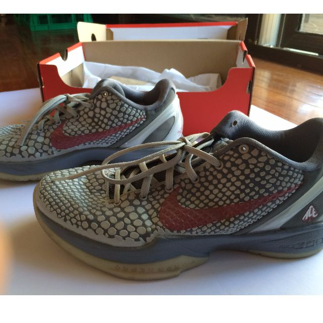 Kobe Bryant Bball Shoes US9- no damage