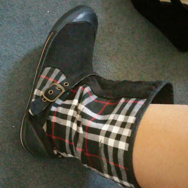 Ugg-like Boots Size 9