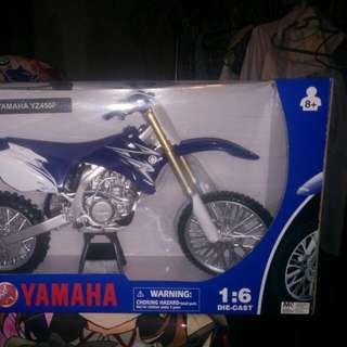 Impressive 1/6 Scale Die Cast Yamaha Bike