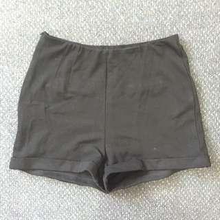 Basic Black Short Size 6/8