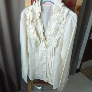 下殺⚡全新。淺黃色領邊折花造型珠釦雪紡襯衫