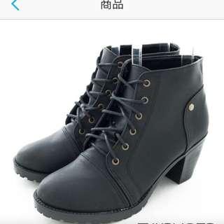 黑色低跟綁帶短靴