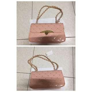 粉色手提包