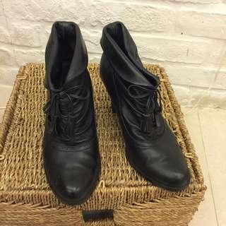Ea黑色短靴 23號