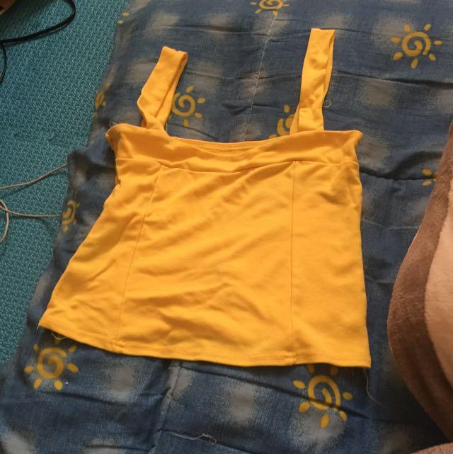黃色短版上衣