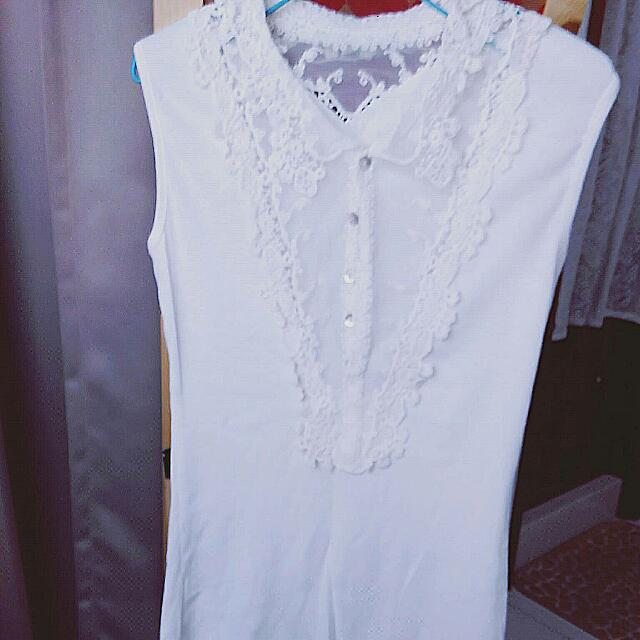 白色鏤空蕾絲背殼釦無袖背心