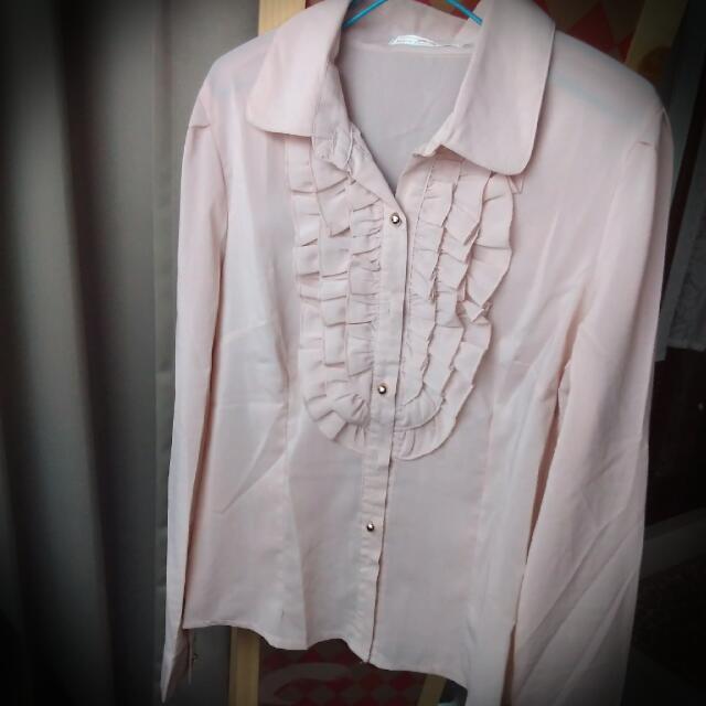 下殺⚡粉膚色前荷葉造型珠釦雪紡長袖襯衫