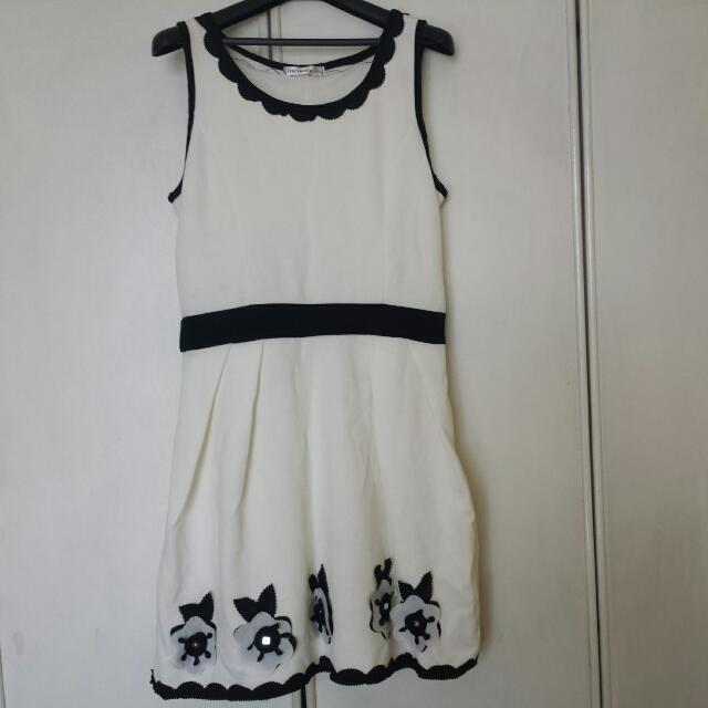 Tracyeinny Dress BNWT Stitched Flower/Floral Pattern