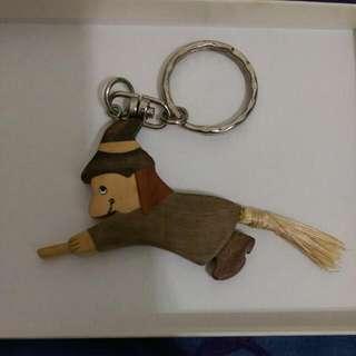 木質 小女巫鑰匙圈