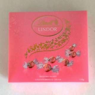 Lindt Chocolate: Strawberries & Cream
