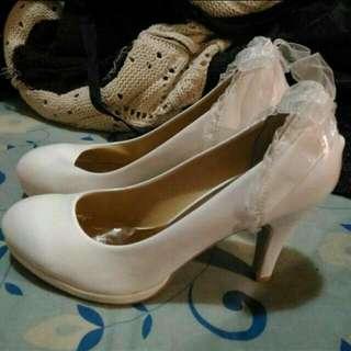 降價重PO!白色緞帶蝴蝶結亮面高跟鞋39/24.5(全新)
