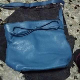 全新水藍色斜背包