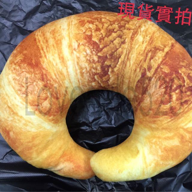 熱騰騰!現烤出爐牛角可頌麵包!超cute頸枕~~~