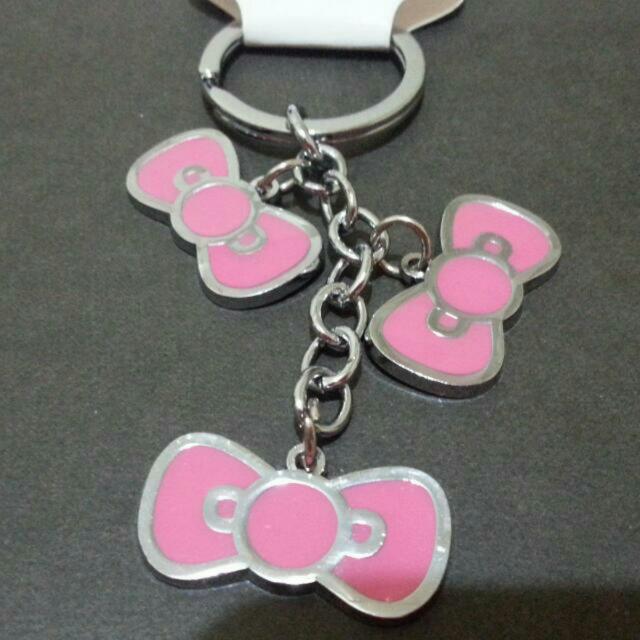 Hello Kitty 蝴蝶結 粉紅色 蝴蝶結  鐵牌 吊飾 鑰匙圈