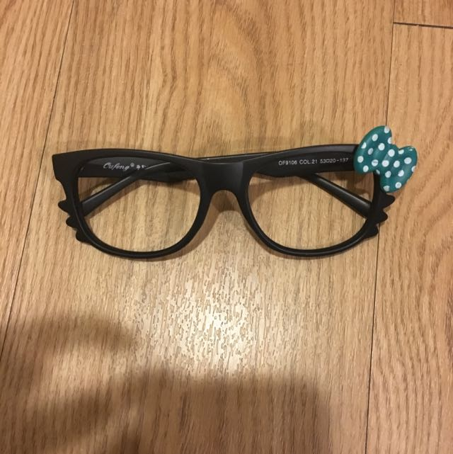 Kitty眼鏡(附袋子)