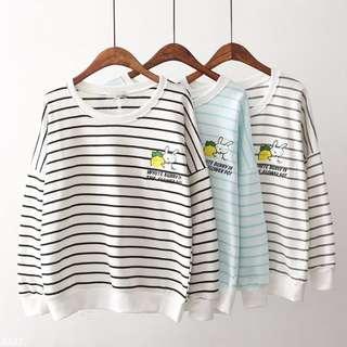 「預購」X8858【刺繡小免子條紋寬鬆圓領上衣】