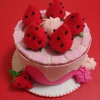 手作草莓不織布蛋糕置物盒