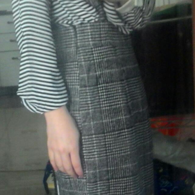 學院風灰白格吊帶裙 pazzo