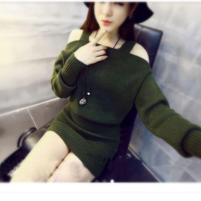 軍綠色 長版露肩性感毛衣