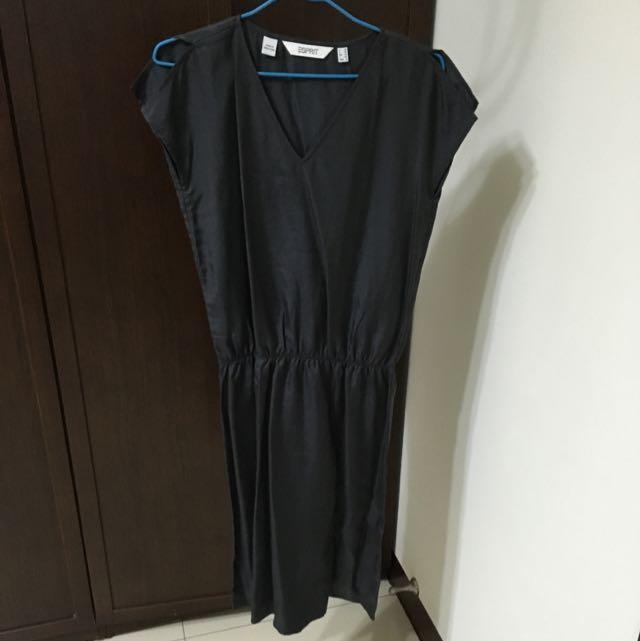 SPRIT 黑色緞面V領長洋裝