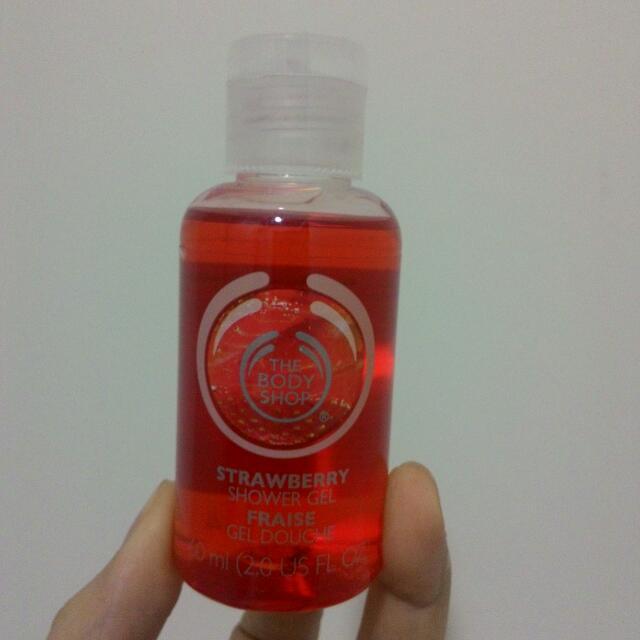 THE BODYSHOP草莓嫩白沐浴膠/草莓唇部滋養霜