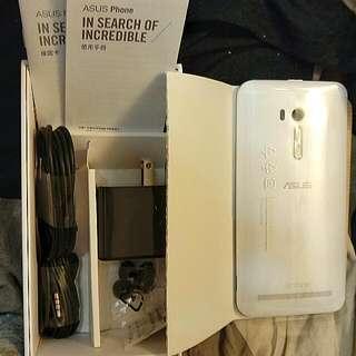 Asus Zenfone Selfie白色 5.5吋大螢幕前後1300萬畫素自拍機 再送行動電源哦!
