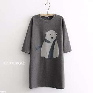 「預購」X8896【北極熊落肩寬袖長版上衣】