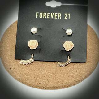 ♡全新♡F21耳環3件組。可單戴