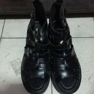 黑增高涼鞋