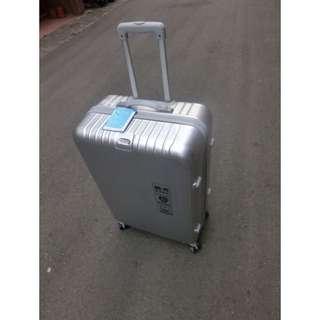 [全新]吊牌未拆28吋金屬銀行李箱(保留中)