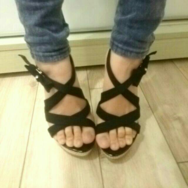 全新-黑色高跟涼鞋(尺寸35)