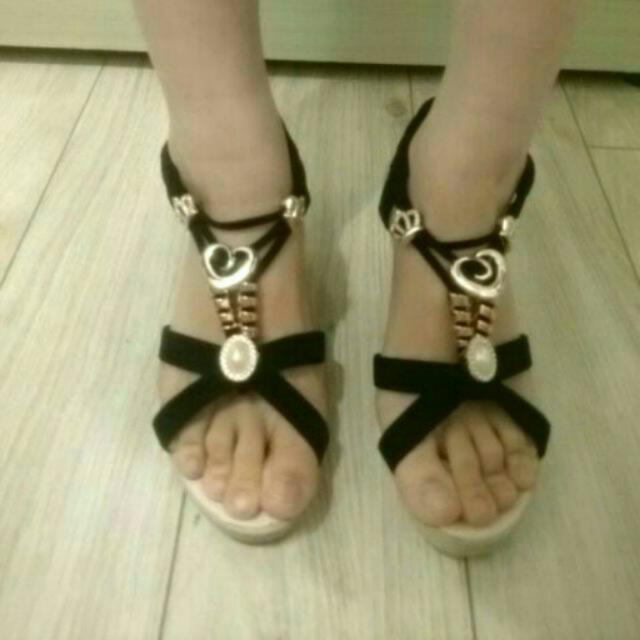 全新-黑色厚底涼鞋(尺寸36)