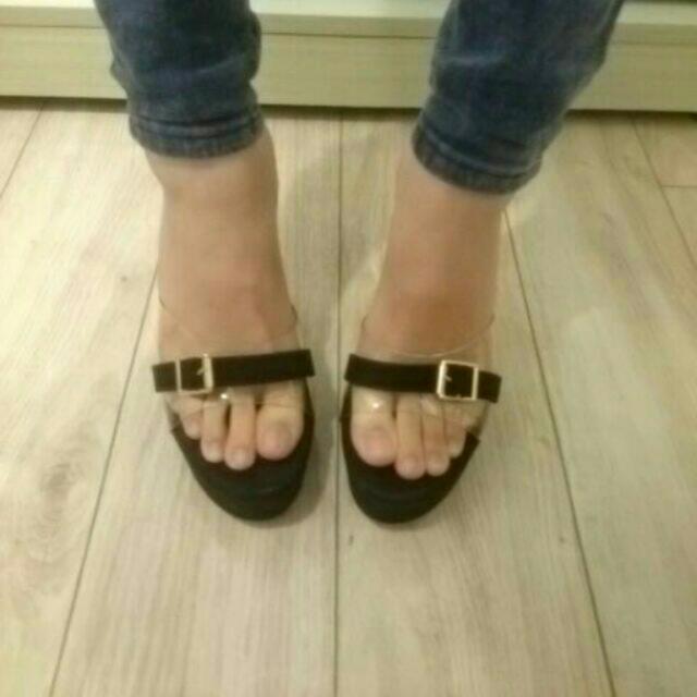 近全新-黑色高跟涼鞋(尺寸36)