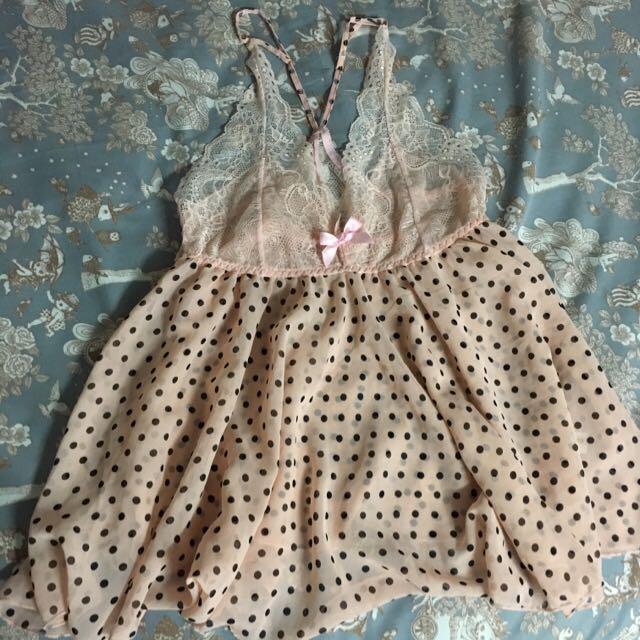 全新。粉紅黑點點兩件式睡衣(短褲)。不適合故售。