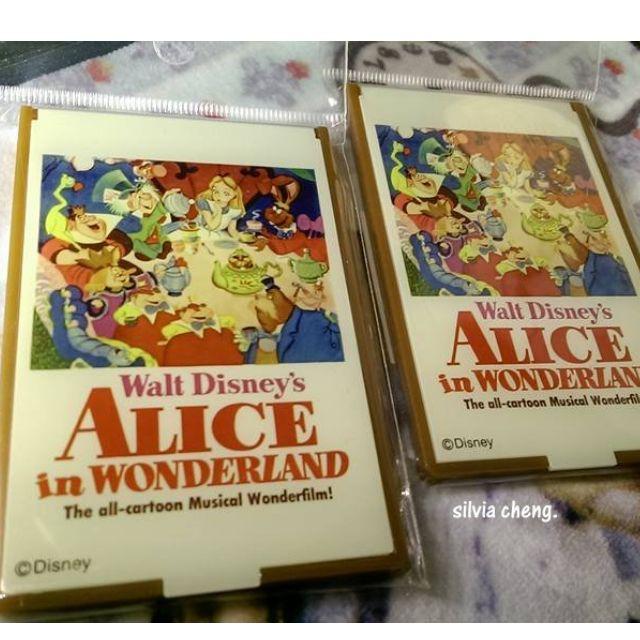 日本大阪愛麗絲夢遊仙境專賣店帶回隨身鏡只有兩個哦!